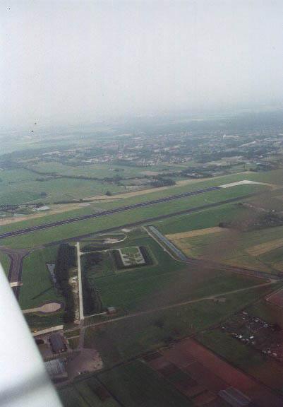 zweefvliegen_vliegveld_valkenburg_vanuit_de_lucht.jpg