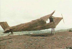 Cargo cultus; houten vliegtuig