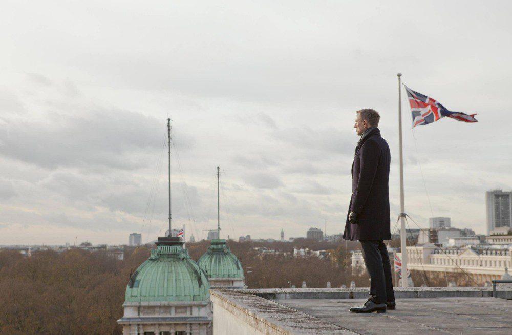 Daniel Craig kijkt over Londen uit
