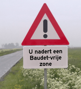 verkeersbord met tekst: 'u nadert een Baudet-vrije zone'