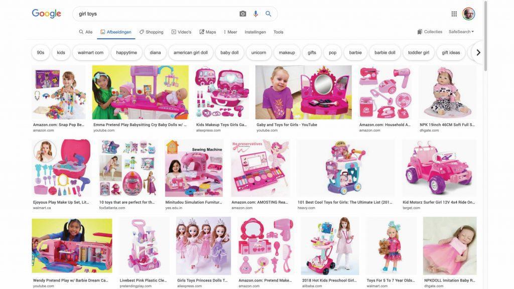 Screenshot van zoekresultaat voor 'Girl toys'. Resultaat: roze speelgoed, jurkjes, speelgoed om te doen alsof je het huishouden doet